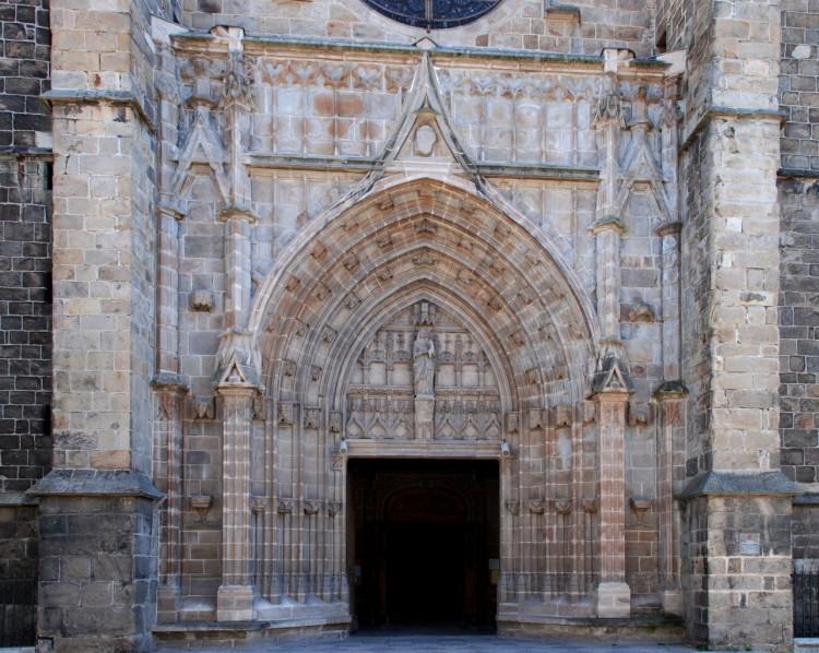 Fonds d'écran Constructions et architecture Edifices Religieux Facade de Notre Dame ;Montbrison Loire 42