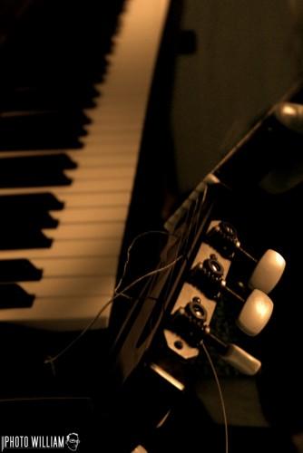 Fonds d'écran Musique Instruments - Piano piano guitare
