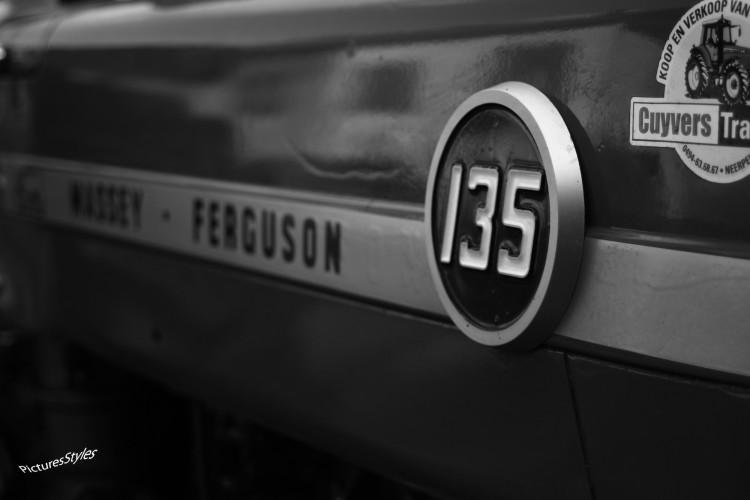 Fonds d'écran Transports divers Tracteurs Massey Ferguson 135