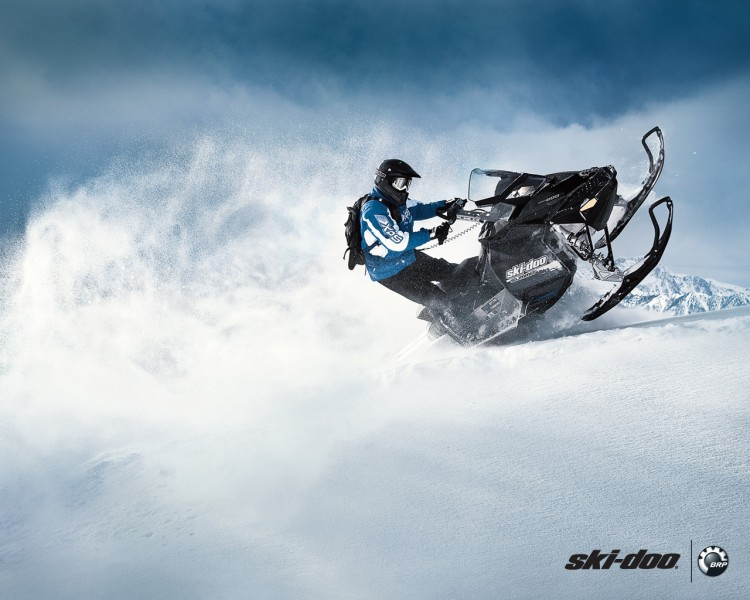 Fonds d'écran Motos Motoneige Ski-Doo Summit 2011