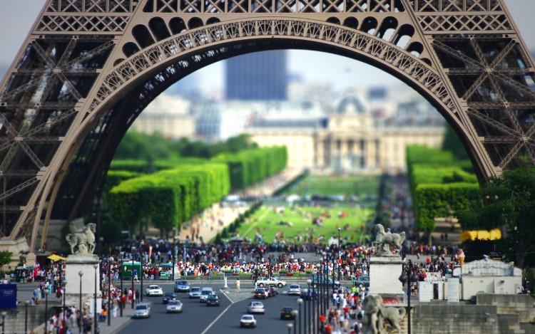 Fonds d'écran Voyages : Europe France > Ile-de-France > Paris La tour Eiffel en Tilt-Shift !