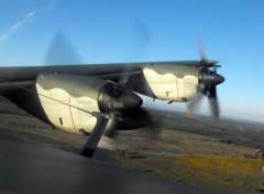 Fonds d'écran Avions moteur du C130