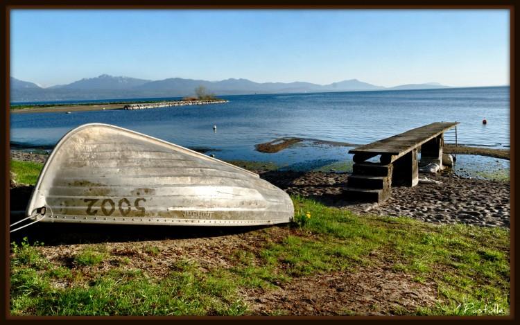 Fonds d'écran Bateaux Barques - Pirogues Barque à l'envers