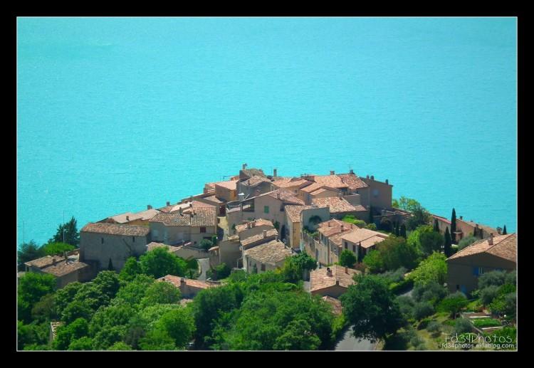 Fonds d'écran Voyages : Europe France > Provence-Alpes-Côte d'Azur Village de Sainte Croix de Verdon