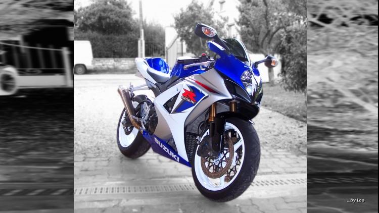 Fonds d'écran Motos Suzuki GSX-R 1000 K8