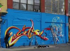 Fonds d'écran Voyages : Amérique du nord New York - Graf en cours de réalisation à l'atelier 5 Pointz dans le quartier du Queens