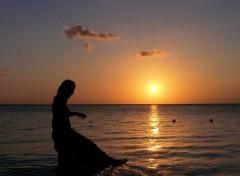 Fonds d'écran Voyages : Afrique au bord de l'eau en profitant du coucher de soleil qui ne dure que quelques instants sur l'equateur