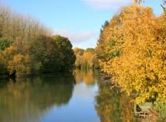 Fonds d'écran Nature L'automne sur la rivière