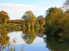 Fonds d'écran Nature Les reflets de l'automne sur la rivière