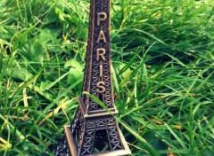 Fonds d'écran Objets La Mini Tour Eiffel