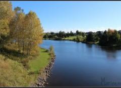 Nature Et au milieu coule une rivière