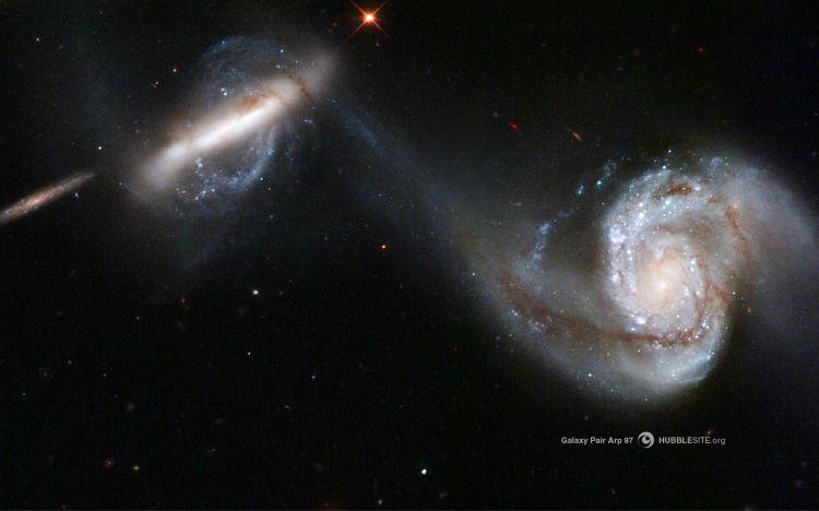 Fonds d'écran Espace Galaxies Paire de galaxie arp 87