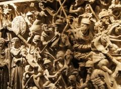 Objects Sarcophage de marbre sculpté