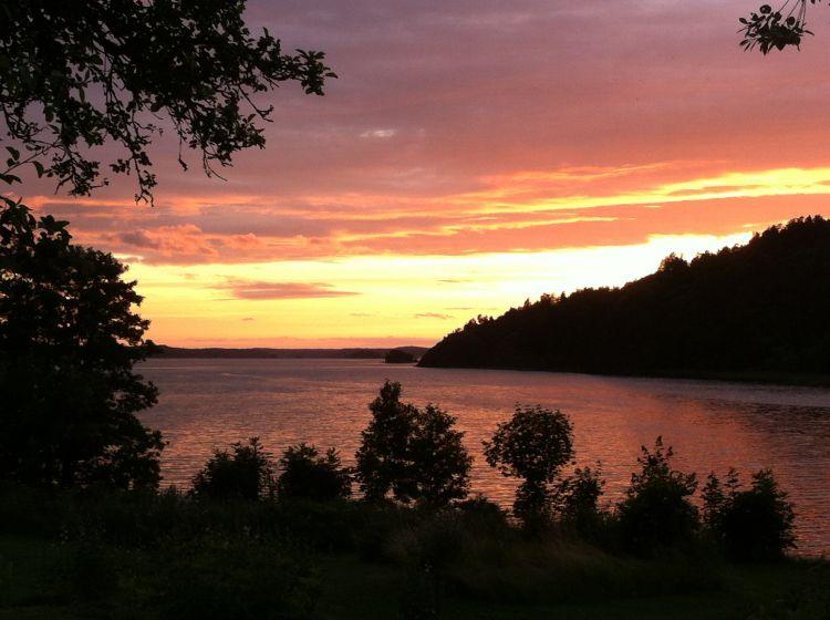 Fonds d'écran Nature Couchers et levers de Soleil Ciel rose