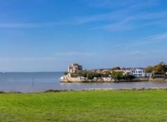Voyages : Europe Talmont sur gironde et l'église Sainte Radegonde
