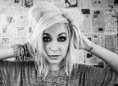 Musique Theresa Jeane ( The Nearly Deads )