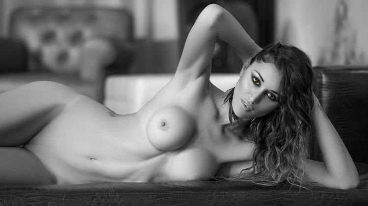 Vanesa callison topless, hannha motanas naked