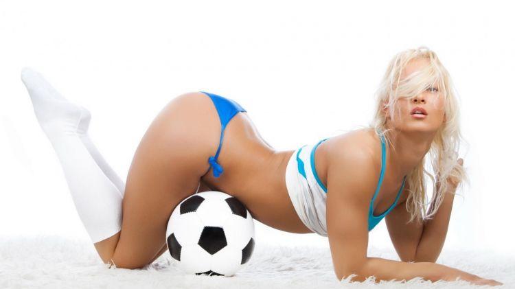 Wallpapers Sports - Leisures Football football girl