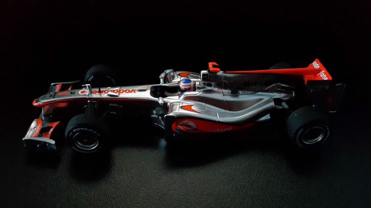 Fonds d'écran Voitures Voitures miniatures MC LAREN MERCEDES MP4-25 2010 Jenson BUTTON