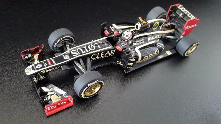 Fonds d'écran Voitures Voitures miniatures LOTUS RENAULT E20 Kimi Raikkonen winner GP Abu Dhabi 2012