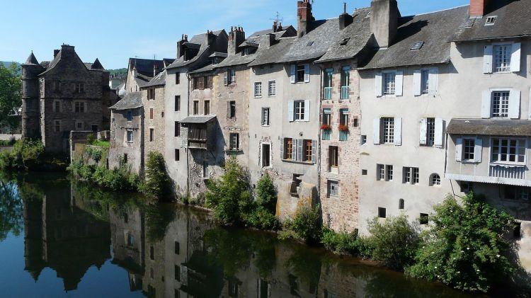 Fonds d'écran Voyages : Europe France > Midi-Pyrénées Espalion (Aveyron)