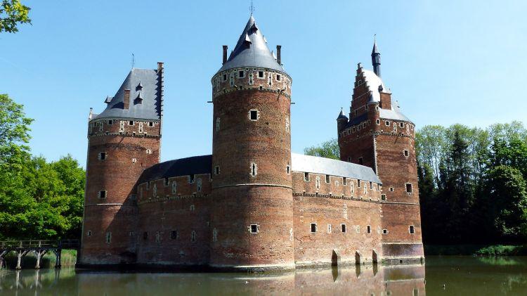 Fonds d'écran Voyages : Europe Belgique Le château médiéval de Beersel