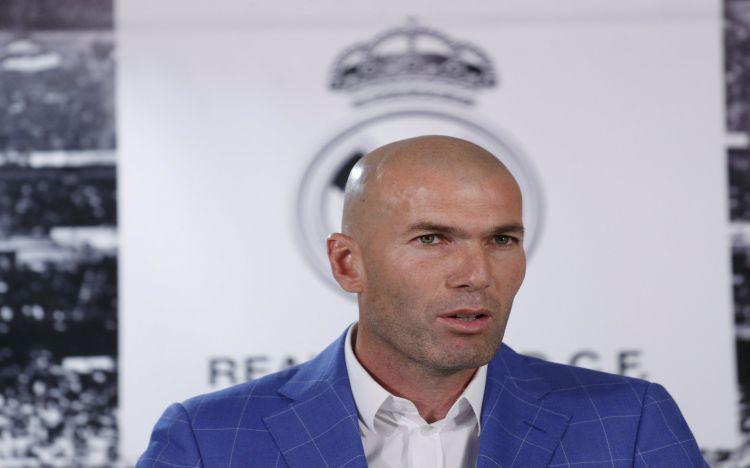 Fonds d'écran Célébrités Homme Zinedine Zidane Wallpaper N°455481